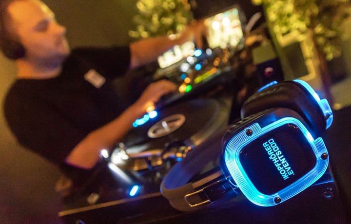 Silent Disco Kopfhörer NEON Lights auf einem Silent Event