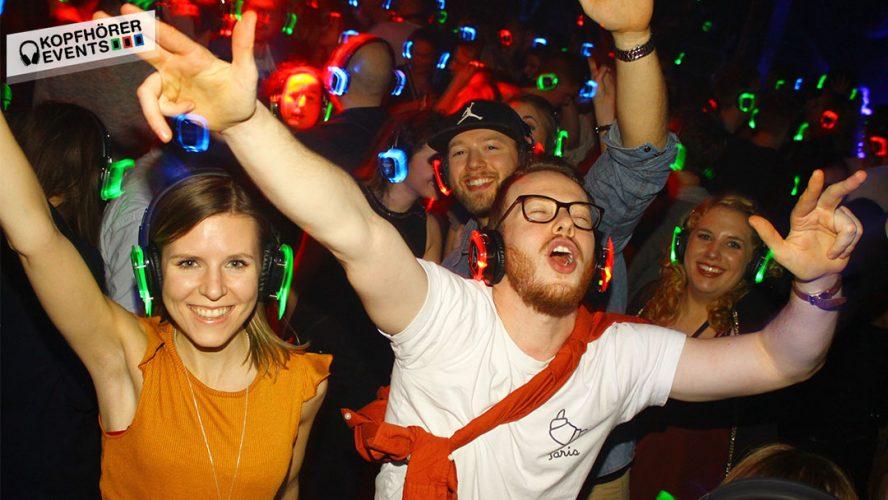 Party auf einem Silent Disco Event mit Silent Kopfhörern