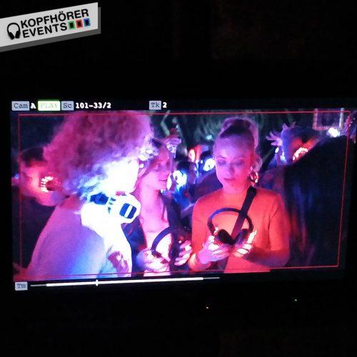 Silent Disco Kopfhörer Party in Netflix Serie Biohackers